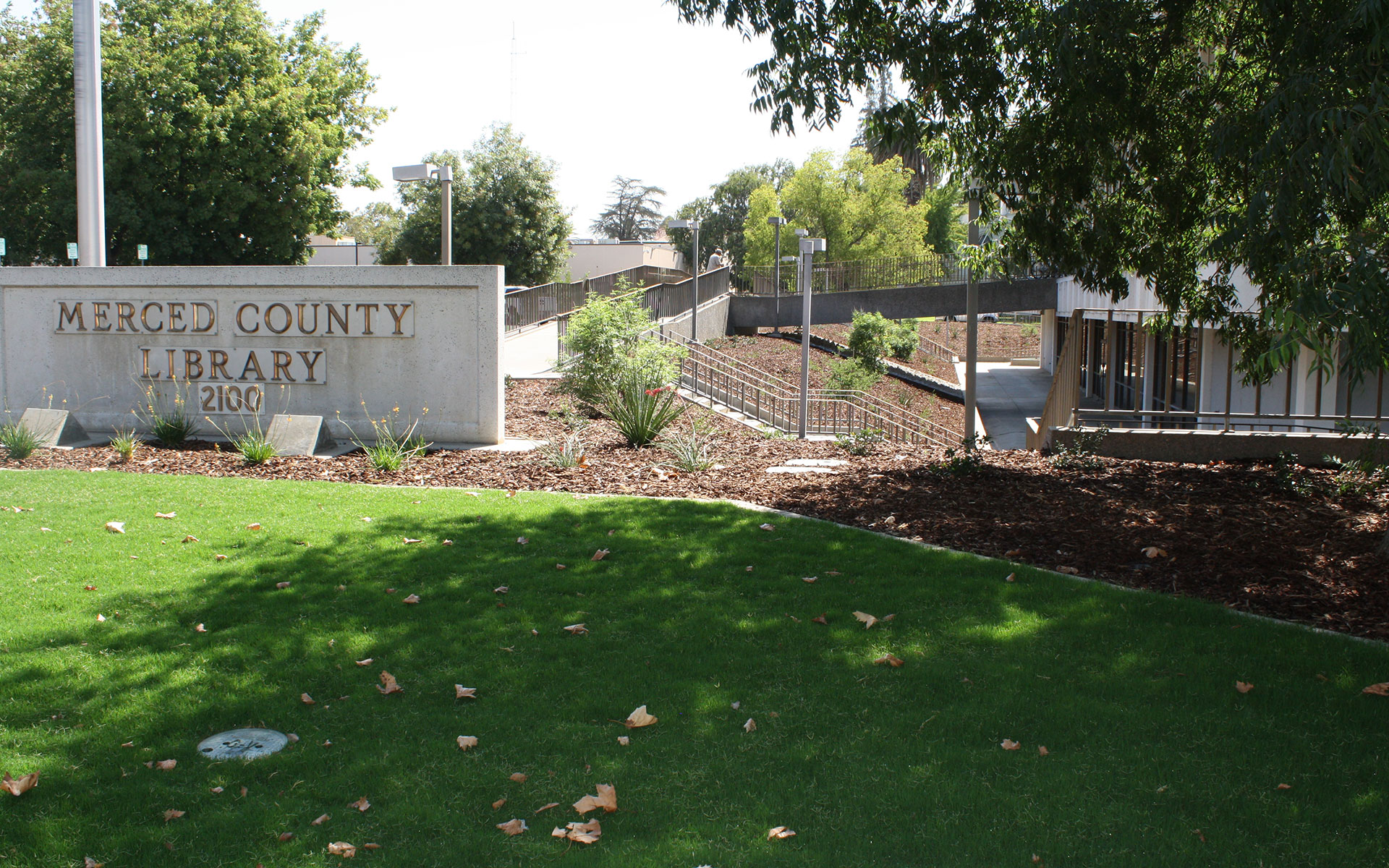 Merced County Library grass and mulch landscaping surrounding building